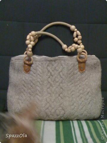 сумка связана из шерсти, затем постирана в стиральной машине. лямки покупные. внутри подкладка с большим карманом фото 1