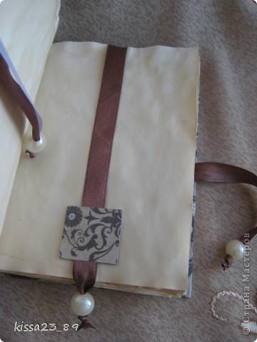 Мой первый блокнотик.Ручной переплёт. Размером получился 11*15 см. 48 страниц. Страницы покрашены в кофе фото 3