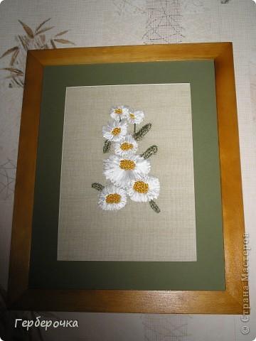 Вышивка атласными лентами,ленты не широкие,середки цветочков выполнены французским узелком. фото 1