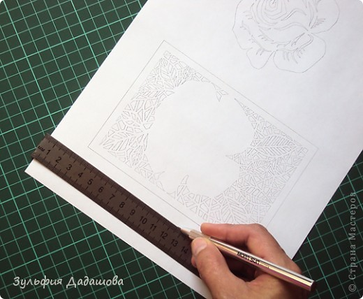 Мастер-класс снят специально для интернет-магазина Read.ru.   Понадобится бумага для пастели розового и сиреневого оттенков, плотностью   130-160 гр/м2. Распечатать шаблон на офисной бумаге. Шаблон рассчитан на формат А4.  Размеры открытки  по шаблону 10,5х15 см в сложенном виде  фото 2