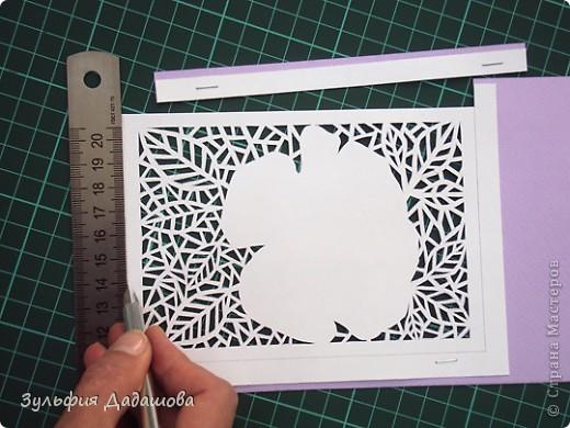 Мастер-класс снят специально для интернет-магазина Read.ru.   Понадобится бумага для пастели розового и сиреневого оттенков, плотностью   130-160 гр/м2. Распечатать шаблон на офисной бумаге. Шаблон рассчитан на формат А4.  Размеры открытки  по шаблону 10,5х15 см в сложенном виде  фото 5