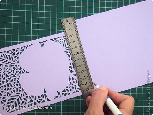 Мастер-класс снят специально для интернет-магазина Read.ru.   Понадобится бумага для пастели розового и сиреневого оттенков, плотностью   130-160 гр/м2. Распечатать шаблон на офисной бумаге. Шаблон рассчитан на формат А4.  Размеры открытки  по шаблону 10,5х15 см в сложенном виде  фото 7