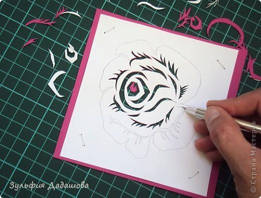 Мастер-класс снят специально для интернет-магазина Read.ru.   Понадобится бумага для пастели розового и сиреневого оттенков, плотностью   130-160 гр/м2. Распечатать шаблон на офисной бумаге. Шаблон рассчитан на формат А4.  Размеры открытки  по шаблону 10,5х15 см в сложенном виде  фото 9