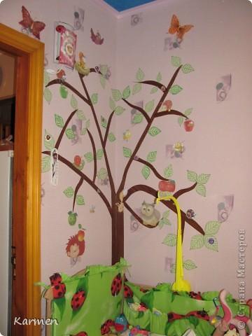 Дерево в детской на обоях фото 2