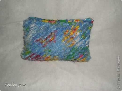 Косметичка выполнена в технике синель. фото 1