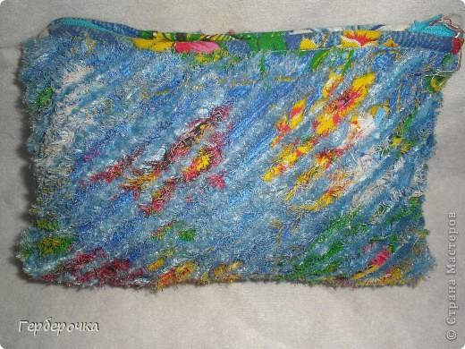 Косметичка выполнена в технике синель. фото 2
