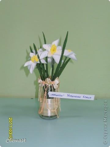 В канун 8 марта детям 4-5 лет и их родителям было предложено смастерить цветы. Посмотрите, какие мастера посещают мою группу МДОУ.  Гвоздики (семья Тополовых). фото 2