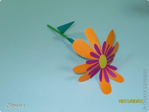 В канун 8 марта детям 4-5 лет и их родителям было предложено смастерить цветы. Посмотрите, какие мастера посещают мою группу МДОУ.  Гвоздики (семья Тополовых). фото 5