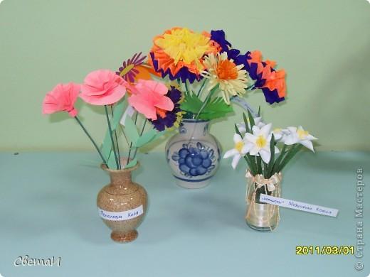 В канун 8 марта детям 4-5 лет и их родителям было предложено смастерить цветы. Посмотрите, какие мастера посещают мою группу МДОУ.  Гвоздики (семья Тополовых). фото 6