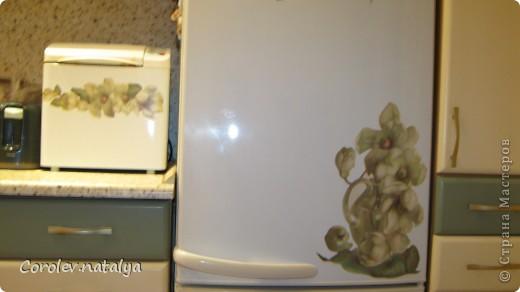 """Мой холодильник по цветовой гамме """"выбивался"""",решила его облагородить.Заодно и на хлебопечку хватило. фото 1"""