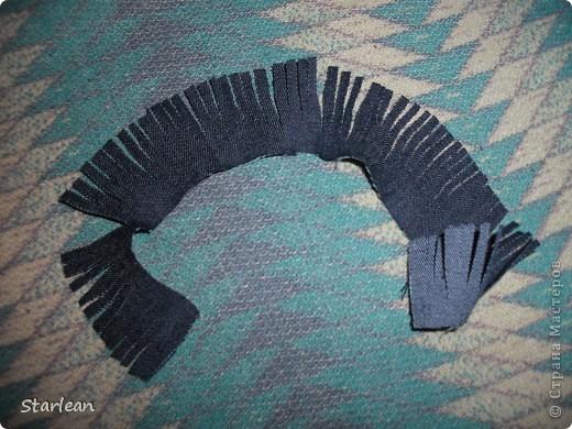 нам понадобиться: - ткань креп-сатин - гипюр -термолента(метражная для подшива брюк) - кусочек ткани для середки - проволока - гофр.бумага -клей ПВА - маркер черный фото 6