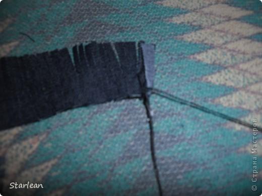 нам понадобиться: - ткань креп-сатин - гипюр -термолента(метражная для подшива брюк) - кусочек ткани для середки - проволока - гофр.бумага -клей ПВА - маркер черный фото 8