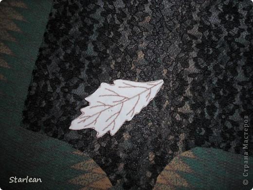 нам понадобиться: - ткань креп-сатин - гипюр -термолента(метражная для подшива брюк) - кусочек ткани для середки - проволока - гофр.бумага -клей ПВА - маркер черный фото 17