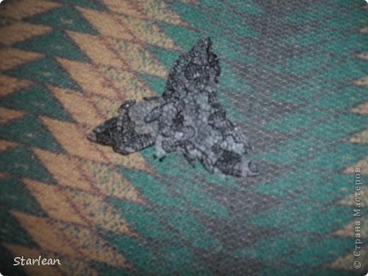 нам понадобиться: - ткань креп-сатин - гипюр -термолента(метражная для подшива брюк) - кусочек ткани для середки - проволока - гофр.бумага -клей ПВА - маркер черный фото 18