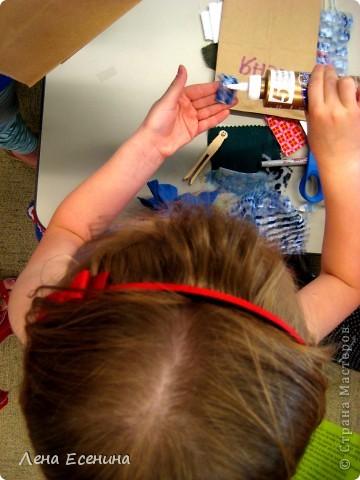 Сегодня в библиотеке рассказывали об американских пионерах (мы живем в США) - о тех, кто осваивал новые земли: представляли книги о них, показывали одежду и предметы, которыми пользовались в то время. А затем детям предложили сделать поделки на тему... Например, вот такие куколки - в длинных платьях. Работы 7-леток. фото 4