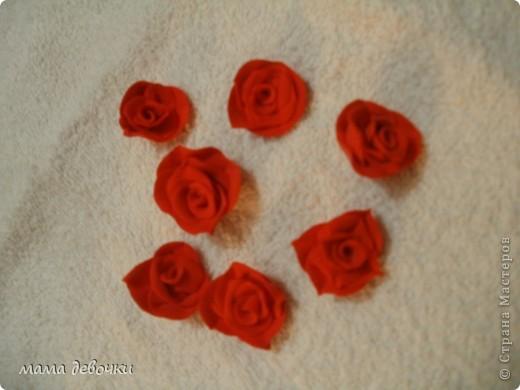 мои любимые розы и пробные каллы! лепила из пластики цветик (запекаемая) и развивашка (самозатвердевающая), заготовки для декора бутылочек. фото 5