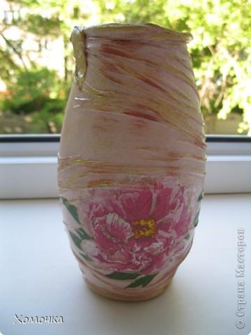 Я в прошлый раз сделала вазочку из бутылки и подарила сотруднице. Теперь мне натащили вагон стеклотары всех видов и просят что-то подобное. Вот я и сотворила несколько экземпляров. Тем более, что не было выхода в Интернет и высвободилось много свободного времени. фото 3