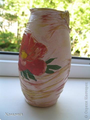Я в прошлый раз сделала вазочку из бутылки и подарила сотруднице. Теперь мне натащили вагон стеклотары всех видов и просят что-то подобное. Вот я и сотворила несколько экземпляров. Тем более, что не было выхода в Интернет и высвободилось много свободного времени. фото 5