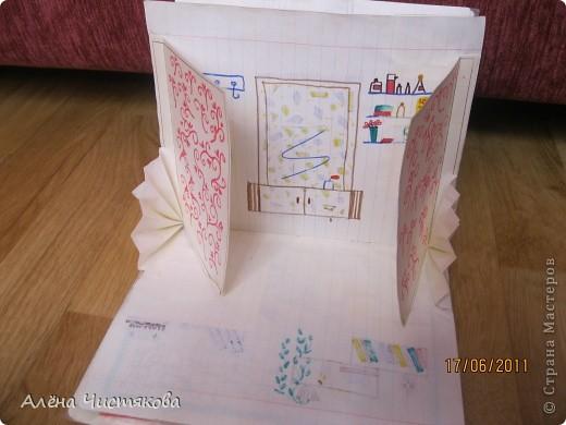 Мы с сестрой тоже в детстве сделали домик в тетради для бумажных кукол. Этому домику более 30 лет. Мы всё рисовали сами. Журналов с красивыми вырезками тогда не было. Этот домик дорисовывался на протяжении 5-7 лет. После стольких переездов он сохранился каким-то чудом...Мы жили в маленькой двушке. И в этом домике воплощали свои мечты о большом доме... фото 14
