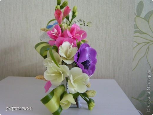 Давно не делала МК и решила исправить этот простой. Вот такой букет цветов я слепила из самодельного ХФ. На сайте флористов увидела букет для невесты оформленный как веер. И решила сделать свою упаковку для цветов в виде веера. Собственно в МК я и расскажу как я делала свой веер.  фото 13