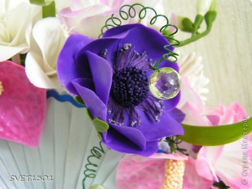 Давно не делала МК и решила исправить этот простой. Вот такой букет цветов я слепила из самодельного ХФ. На сайте флористов увидела букет для невесты оформленный как веер. И решила сделать свою упаковку для цветов в виде веера. Собственно в МК я и расскажу как я делала свой веер.  фото 15