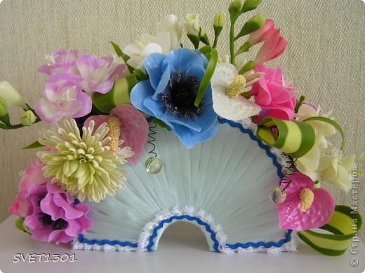 Давно не делала МК и решила исправить этот простой. Вот такой букет цветов я слепила из самодельного ХФ. На сайте флористов увидела букет для невесты оформленный как веер. И решила сделать свою упаковку для цветов в виде веера. Собственно в МК я и расскажу как я делала свой веер.  фото 12