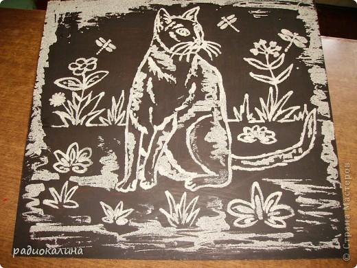 Захотелось от этого года оставить какую-то памятную работу , связанную с моими любимыми кошками и вот такая нарисовалась кошка при помощи манной крупы и клея.