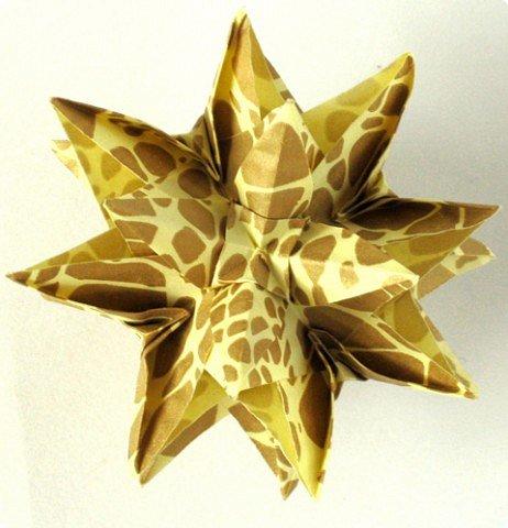 """Добрый день! Купила недавно новую бумажку. Интересная по фактуре, рельефная, шершавая, с небольшим золотым рисунком. Но самое главное - очень """"кусудамная"""". Автор: Maria Sinayskaya, Модель: Lotus crown   фото 5"""