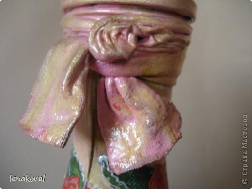 """Бутылочка """"Седая роза"""". Очень удачное приобретение салфетки с состаренным изображением роз. И в магазине бутылочка подкупила своей формой. Эти две составляющих стали главными элементами творчества, самой делать практически ничего не пришлось. Немного потерла свечкой, чуть-чуть попыталась покракелюрить. И вот что получилось. фото 12"""
