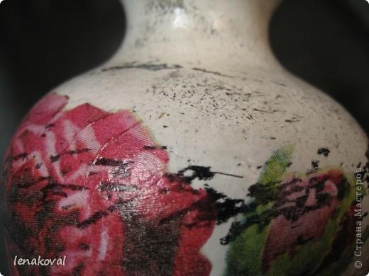 """Бутылочка """"Седая роза"""". Очень удачное приобретение салфетки с состаренным изображением роз. И в магазине бутылочка подкупила своей формой. Эти две составляющих стали главными элементами творчества, самой делать практически ничего не пришлось. Немного потерла свечкой, чуть-чуть попыталась покракелюрить. И вот что получилось. фото 6"""