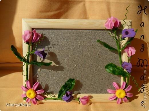 Приветствую всех! Представляю Вам еще одну рамочку, оформленную цветами из холодного фарфора.  фото 1