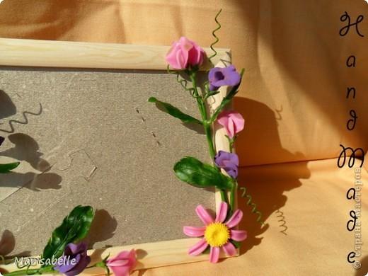 Приветствую всех! Представляю Вам еще одну рамочку, оформленную цветами из холодного фарфора.  фото 2