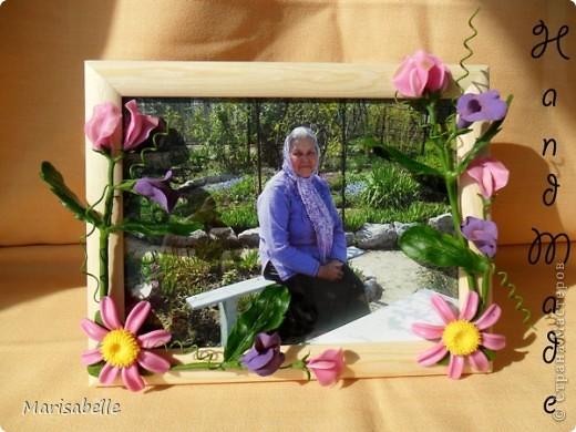 Приветствую всех! Представляю Вам еще одну рамочку, оформленную цветами из холодного фарфора.  фото 4