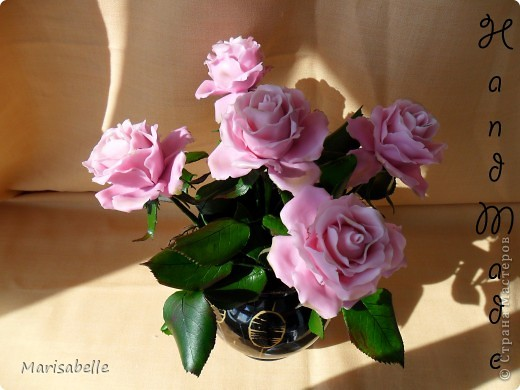 Еще раз здравствуйте за сегодняшний день! Наконец-то они готовы - мои долгожданные свои собственные розовые розы! Я просто очень их хотела, мечтала о них и очень-очень старалась. Когда вчера я их закончила - на глазах появились слезы счастья.   фото 7