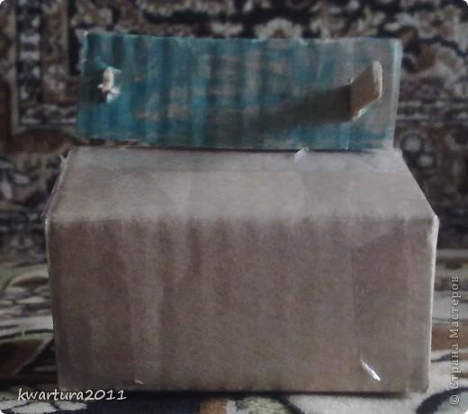 Такий супутник я зробив сам з допомогую : картону, скотчу, ножиць, використаних батарейок АА і двома паличками від замороженого льоду.