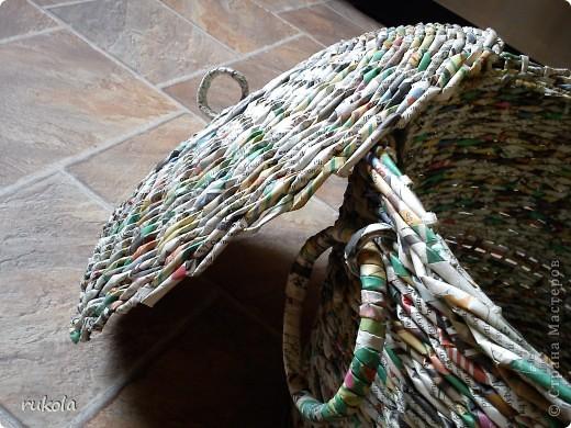 Решила показать свою корзину для игрушек,сплела мес.назад,пока не добралась окрасить,для получения такой формы пользовалась тазом,когда таз закончился,пришлось фантазировать и вот что вышло ))) фото 5