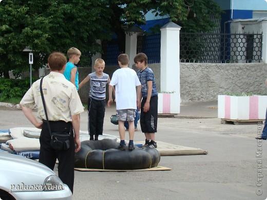 """Вчера у нас в городе проходил фестиваль молодежи """"Лето будет!"""" Пришел дед Мороз, чтобы лето отменить. фото 3"""