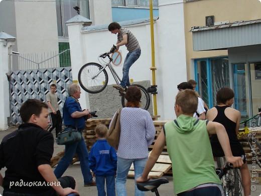 """Вчера у нас в городе проходил фестиваль молодежи """"Лето будет!"""" Пришел дед Мороз, чтобы лето отменить. фото 5"""