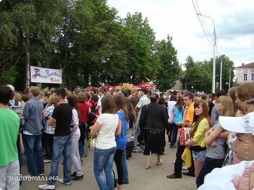 """Вчера у нас в городе проходил фестиваль молодежи """"Лето будет!"""" Пришел дед Мороз, чтобы лето отменить. фото 13"""