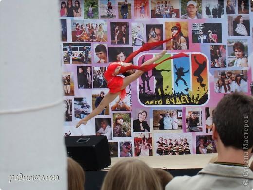 """Вчера у нас в городе проходил фестиваль молодежи """"Лето будет!"""" Пришел дед Мороз, чтобы лето отменить. фото 8"""