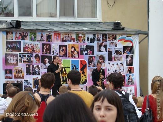 """Вчера у нас в городе проходил фестиваль молодежи """"Лето будет!"""" Пришел дед Мороз, чтобы лето отменить. фото 9"""