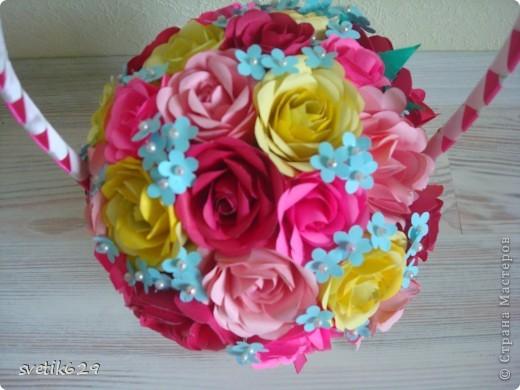 Корзиночку с розами сделала для мамы на день рождение   фото 1