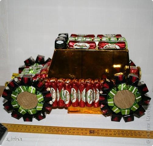 Машина из конфет фото 2