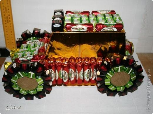 Машина из конфет фото 6