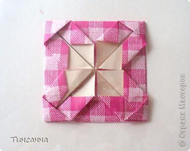 Предлагаю сделать такой альбом-ширмочку. тем, кто не знаком с базовыми формами оригами,сначала советую научиться делать Блинчик и Дверь. См. здесь http://stranamasterov.ru/node/128237  и http://stranamasterov.ru/node/128232 фото 10