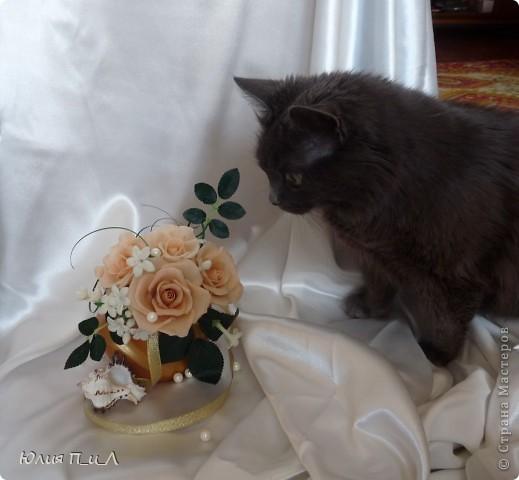 Эти беленькие цветочки, я иногда видела в свадебных букетах, но т.к. не знала названия рассмотреть их было сложновато. Потом увидела этот цветок у Сarol http://stranamasterov.ru/node/196382  (называется он оказывается  Стефанотис или мадагаскарский жасмин ) и решила слепить. фото 9