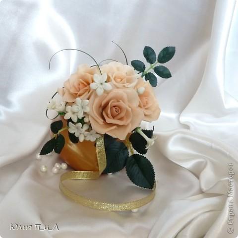 Эти беленькие цветочки, я иногда видела в свадебных букетах, но т.к. не знала названия рассмотреть их было сложновато. Потом увидела этот цветок у Сarol http://stranamasterov.ru/node/196382  (называется он оказывается  Стефанотис или мадагаскарский жасмин ) и решила слепить. фото 8