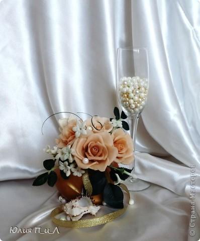 Эти беленькие цветочки, я иногда видела в свадебных букетах, но т.к. не знала названия рассмотреть их было сложновато. Потом увидела этот цветок у Сarol http://stranamasterov.ru/node/196382  (называется он оказывается  Стефанотис или мадагаскарский жасмин ) и решила слепить. фото 11