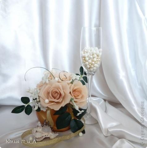 Эти беленькие цветочки, я иногда видела в свадебных букетах, но т.к. не знала названия рассмотреть их было сложновато. Потом увидела этот цветок у Сarol http://stranamasterov.ru/node/196382  (называется он оказывается  Стефанотис или мадагаскарский жасмин ) и решила слепить. фото 12