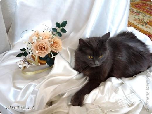 Эти беленькие цветочки, я иногда видела в свадебных букетах, но т.к. не знала названия рассмотреть их было сложновато. Потом увидела этот цветок у Сarol http://stranamasterov.ru/node/196382  (называется он оказывается  Стефанотис или мадагаскарский жасмин ) и решила слепить. фото 10